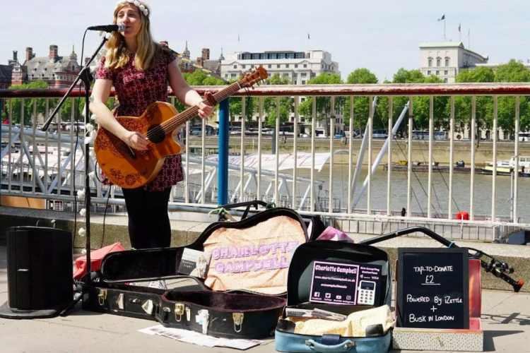 Фото - В Лондоне запустили первую бесконтактную платёжную схему для уличных исполнителей»