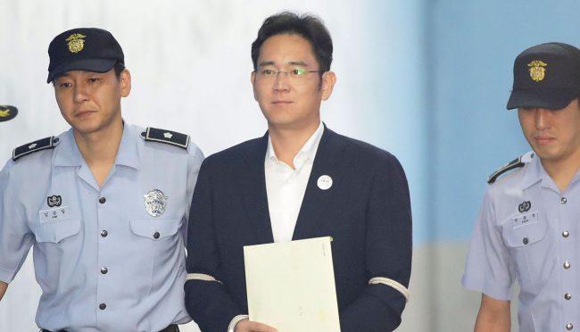 Фото - Глава компании Samsung проведёт пять лет в тюрьме