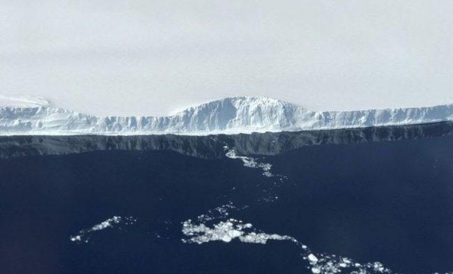 Фото - #фото дня | NASA опубликовало фотографии гигантского айсберга, отделившегося от Антарктиды
